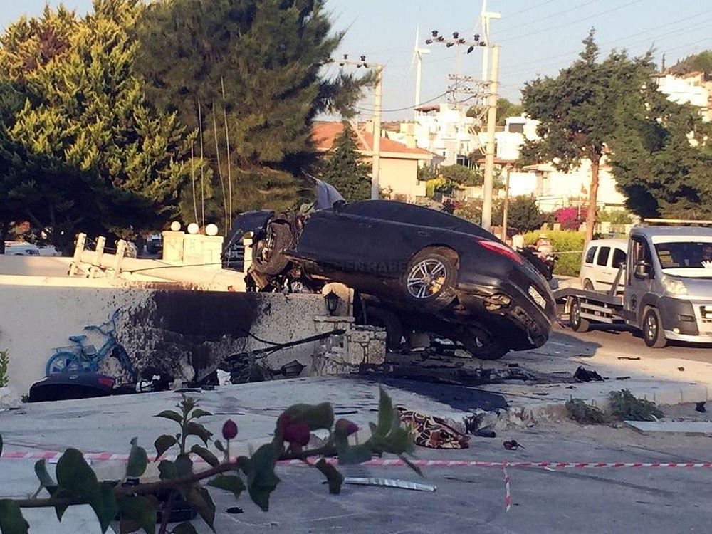 2019/08/cesmedeki-kazada-luks-aracin-ibresi-220de-kilitli-kaldi-20190831AW79-1.jpg