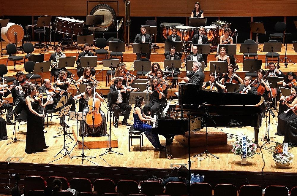 2019/10/yasar-universitesi-senfoni-orkestrasindan-cumhuriyet-konseri-20191027AW83-2.jpg