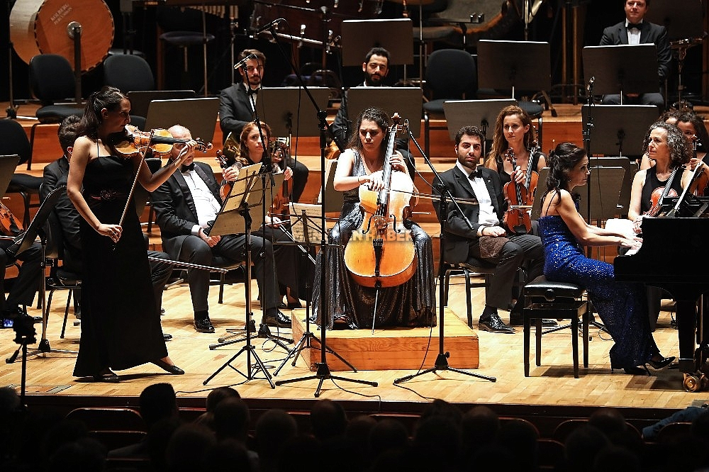 2019/10/yasar-universitesi-senfoni-orkestrasindan-cumhuriyet-konseri-20191027AW83-3.jpg
