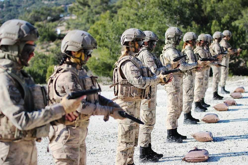 2020/01/foca-jandarma-komando-okulundan-egitim-alan-turkiyenin-ilk-kadin-jandarma-komando-astsubaylari-20200128AW92-1.jpg