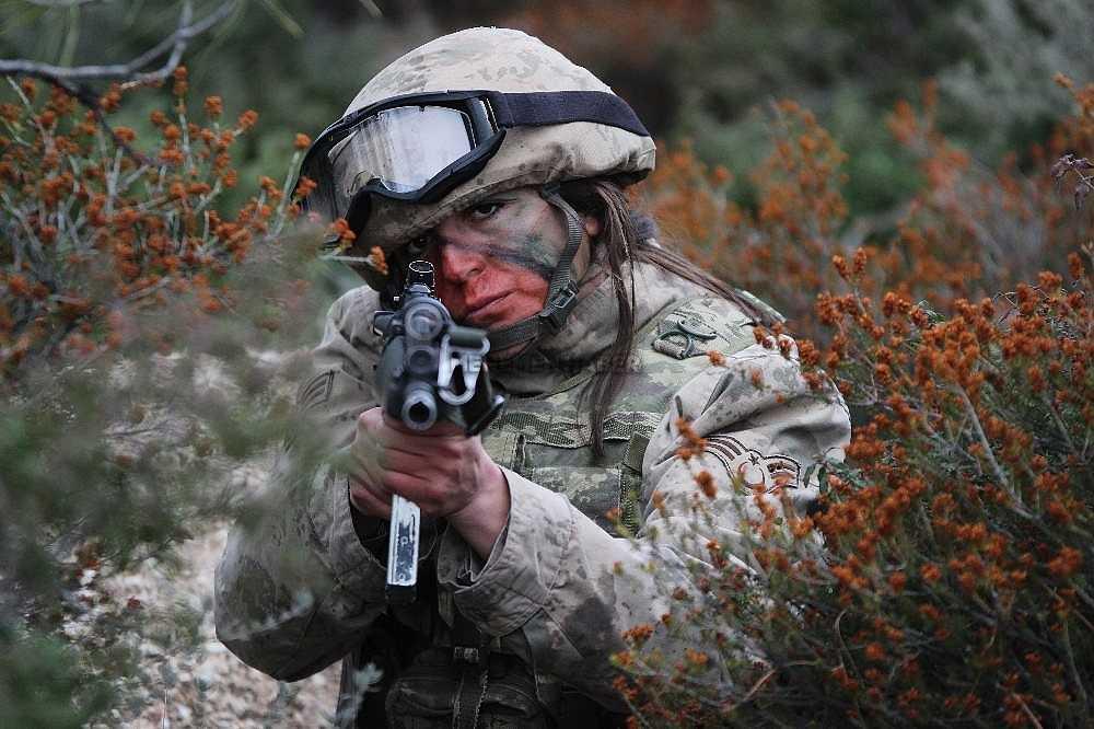 2020/01/foca-jandarma-komando-okulundan-egitim-alan-turkiyenin-ilk-kadin-jandarma-komando-astsubaylari-20200128AW92-11.jpg