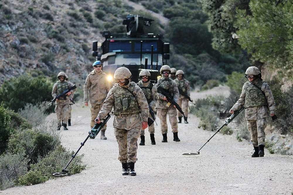 2020/01/foca-jandarma-komando-okulundan-egitim-alan-turkiyenin-ilk-kadin-jandarma-komando-astsubaylari-20200128AW92-12.jpg