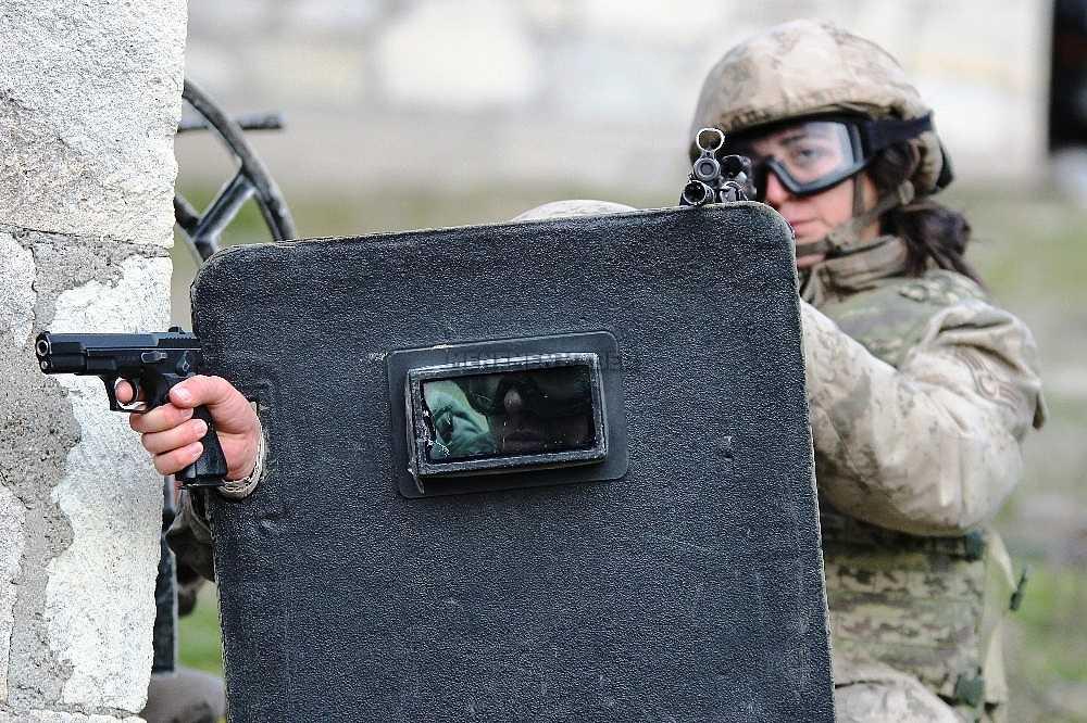 2020/01/foca-jandarma-komando-okulundan-egitim-alan-turkiyenin-ilk-kadin-jandarma-komando-astsubaylari-20200128AW92-15.jpg
