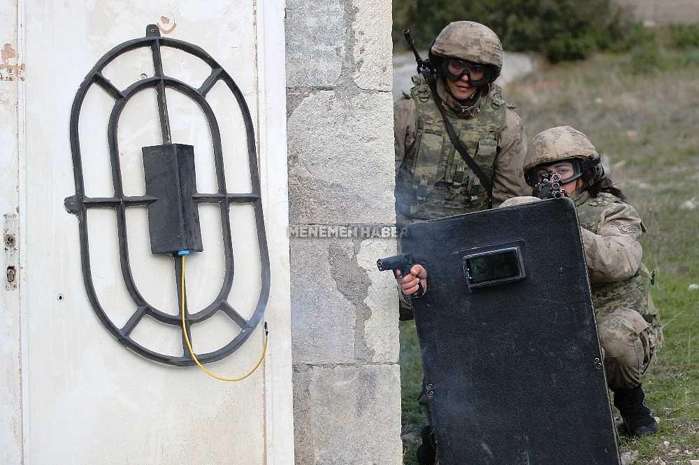 2020/01/foca-jandarma-komando-okulundan-egitim-alan-turkiyenin-ilk-kadin-jandarma-komando-astsubaylari-20200128AW92-16.jpg