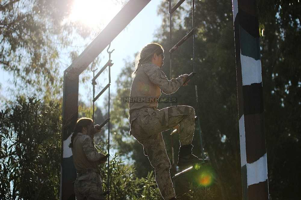 2020/01/foca-jandarma-komando-okulundan-egitim-alan-turkiyenin-ilk-kadin-jandarma-komando-astsubaylari-20200128AW92-18.jpg