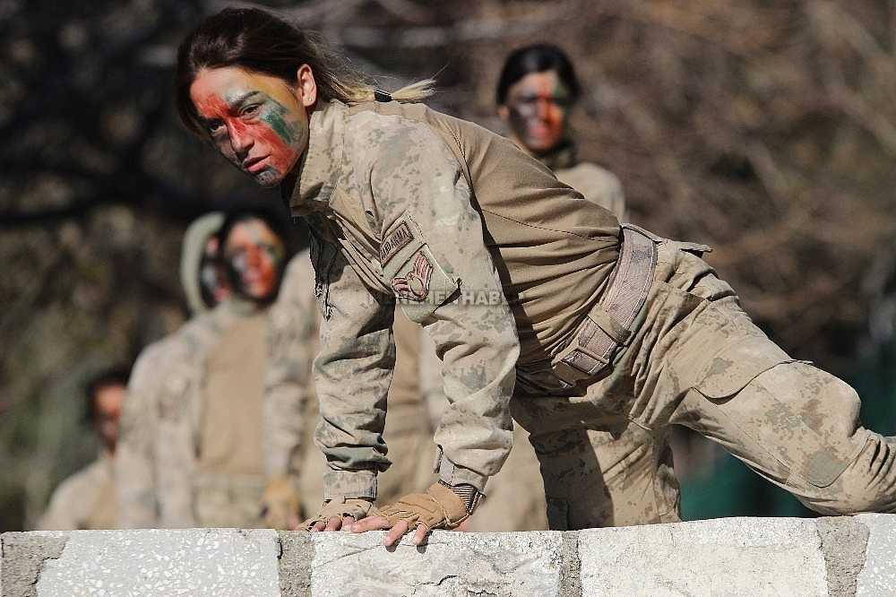 2020/01/foca-jandarma-komando-okulundan-egitim-alan-turkiyenin-ilk-kadin-jandarma-komando-astsubaylari-20200128AW92-21.jpg