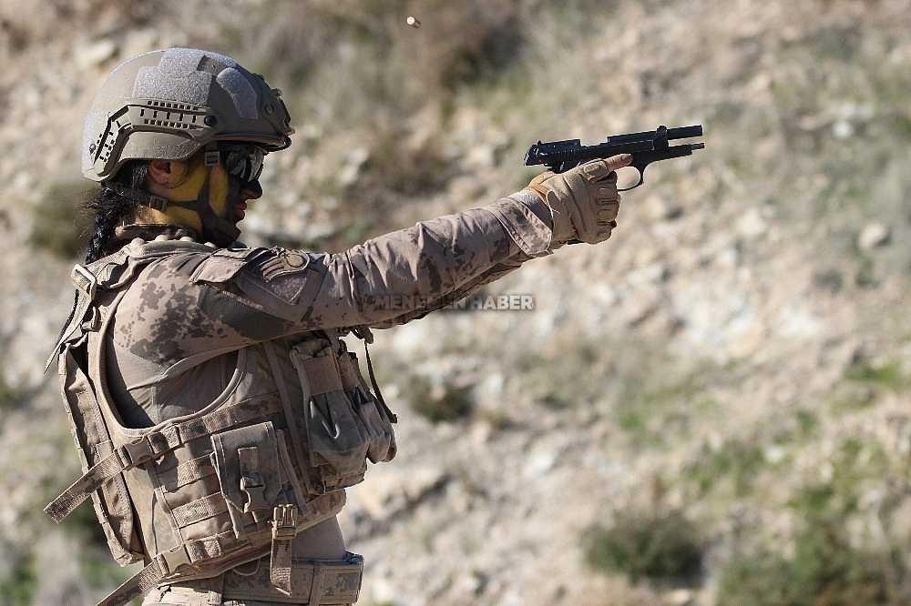 2020/01/foca-jandarma-komando-okulundan-egitim-alan-turkiyenin-ilk-kadin-jandarma-komando-astsubaylari-20200128AW92-23.jpg