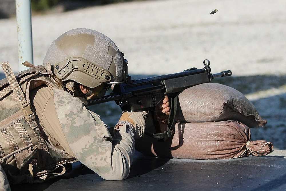 2020/01/foca-jandarma-komando-okulundan-egitim-alan-turkiyenin-ilk-kadin-jandarma-komando-astsubaylari-20200128AW92-25.jpg