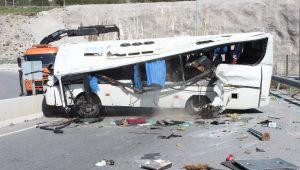 İzmir'in Bayraklı ilçesinde Down sendromlu çocukları taşıyan okul servisi devrildi