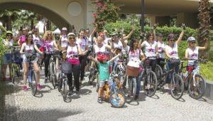 Bisikletli Kadınlar Şehirde Tur Attı