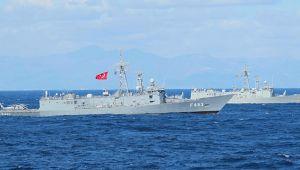 Foça'da Tatbikata Katılan Askeri Gemiler Ziyarete Açıldı