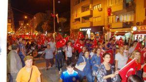 İzmir'de Bayrağını Alan Fener Alayına Koştu