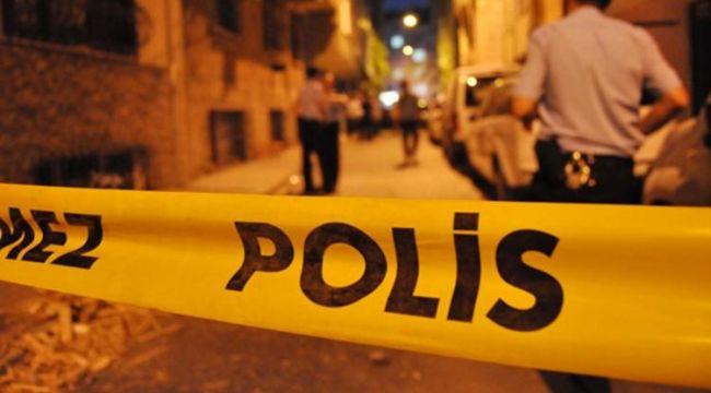 İzmir'de Yol Kenarında Duran Otomobile Ateş Açıldı
