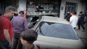 Otomobil Kontrolden Çıktı Kuyumcu Dükkanına Girdi