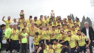 Şampiyon Menemenspor Kupasını Alarak Şampiyonluk Turu Attı