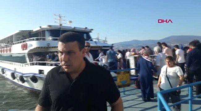 İzmir'de Ücretsiz Vapur Yoğunluğu Yaşandı
