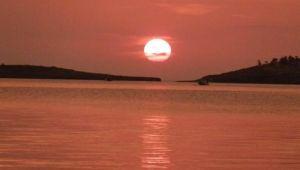 İzmir Foça'da Gün Batımını İzleyenler Hayran Kalıyor