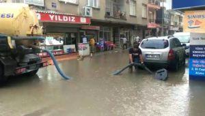 İzmir Menemen'de Yağmur Sel Oldu Aktı
