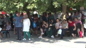 İzmir Yanıyor, İnsanlar Çeşme'de Serinliyor