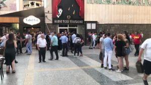 Kazada Ölen Gencin Diploması Tiyatro Sahnesinde Ailesine Verildi