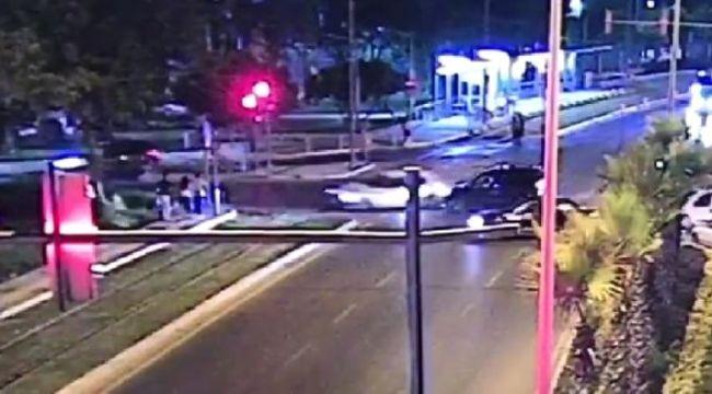 Kırmızı Işık İhlali Yapan Sürücü 3 Yayaya Çarptı