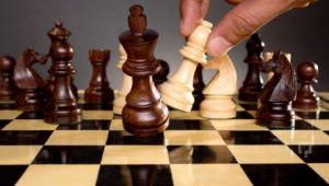 Satranç oynayan çocuklar daha başarılı oluyor
