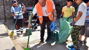 Tunç Soyer Vatandaşlarla Çöp Topladı