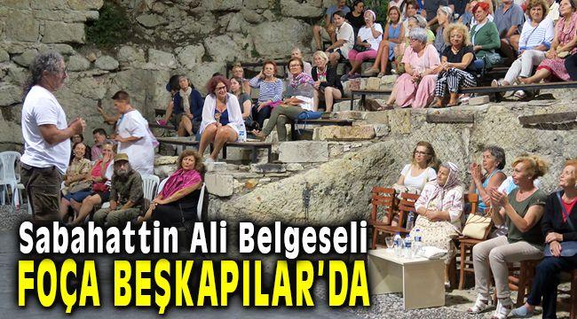 Foça Belediyesi'nce Düzenlenen Sabahattin Belgeseli Beşkapılar Kalesinde Gösterildi