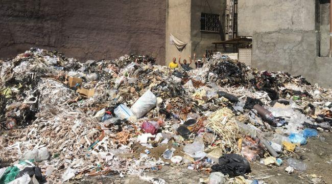 İzmir'in göbeğinde Biriken Çöpler Dağ Gibi Oldu