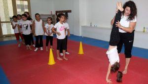 Karabağlar'da Yaz Spor Okulları Dolu Dolu Geçiyor