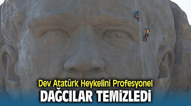 İzmir'in sembolü olan Atatürk Heykelini profesyonel dağcılar temizledi