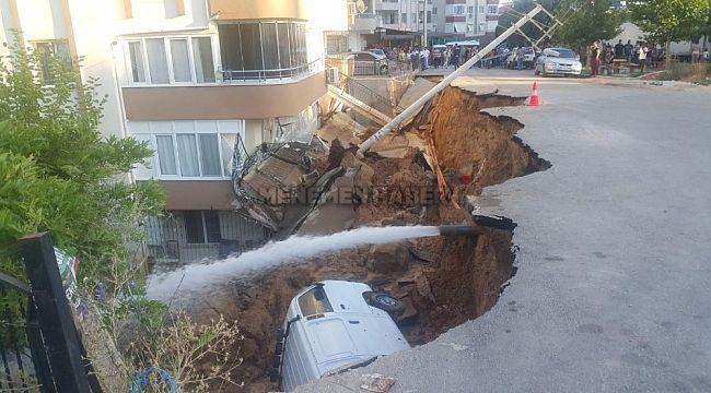 Torbalı'da İstinat duvarı çöktü, otomobil altında kaldı