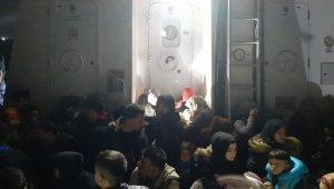 İzmir Çeşme'de 46 kaçak göçmen yakalandı