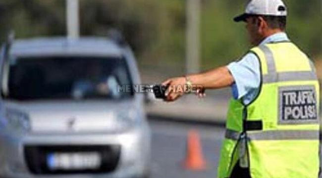 Trafik Polisine Çarptı!