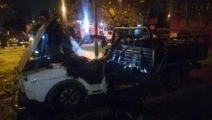 İzmir Bayraklı'da park halindeki araç alev alev yandı