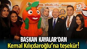 Kılıçdaroğlu Menderes standını ziyaret etti, mandalina yedi