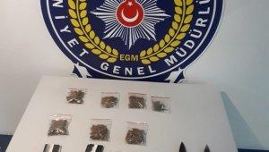 Foça'da Polisin durdurduğu araçtan uyuşturucu çıktı