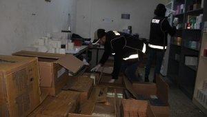 İzmir'de kaçak ürün depolara baskın