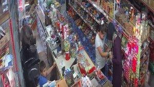 İzmir'de Kahve keyfi yaptığı komşu marketten sigara çaldı