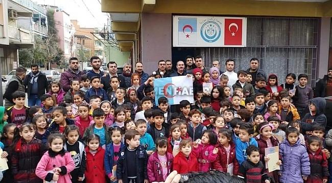 Türkmen çocuklara Kur'an-ı Kerim dağıtıldı