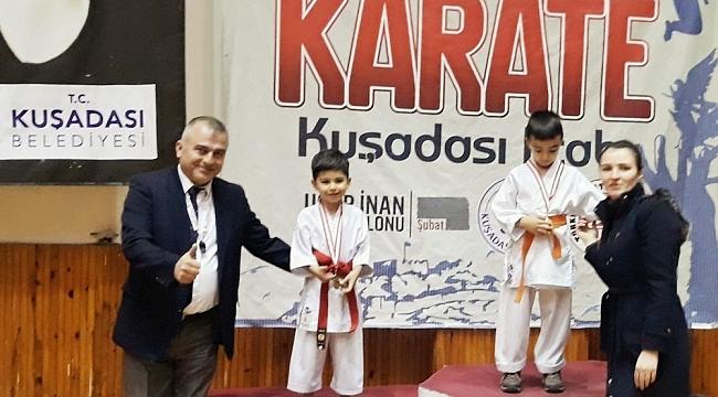 Foça'da Karateci kardeşler madalyaları topladı