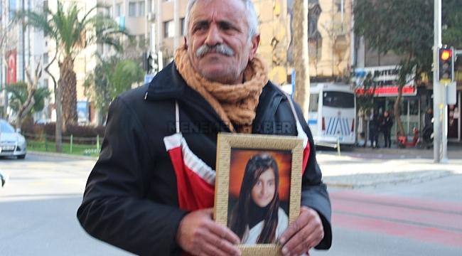 """İzmir'de evlat nöbetindeki baba eylemini sürdürüyor: """"Ölmek var, dönmek yok"""""""