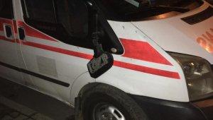 Tire'de Ambulansın aynasını kırıp kaçtılar