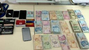 İzmir'de FETÖ'nün hücre evlerine operasyon: 74 gözaltı