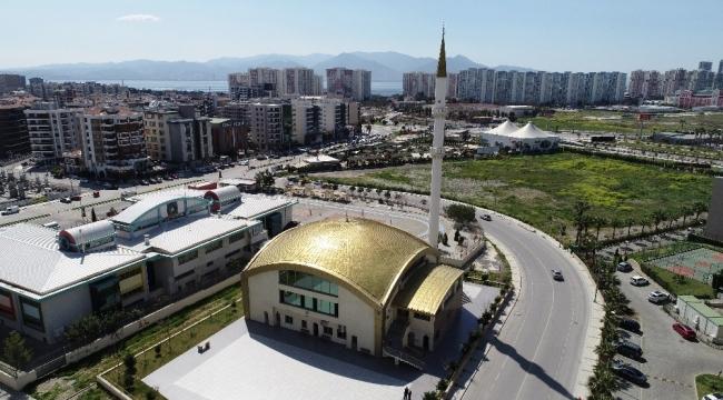 İzmir'deki camiler boş kaldı