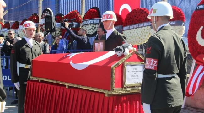 İzmirliler şehidini uğurladı