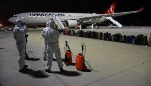 Burkina Faso'dan getirilen 122 Türk vatandaşı İzmir'de karantinaya alındı