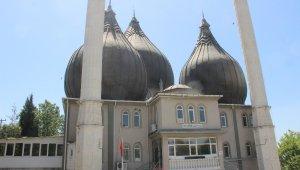 İzmir'de camilerden korsan müzik yayınına tepkiler sürüyor