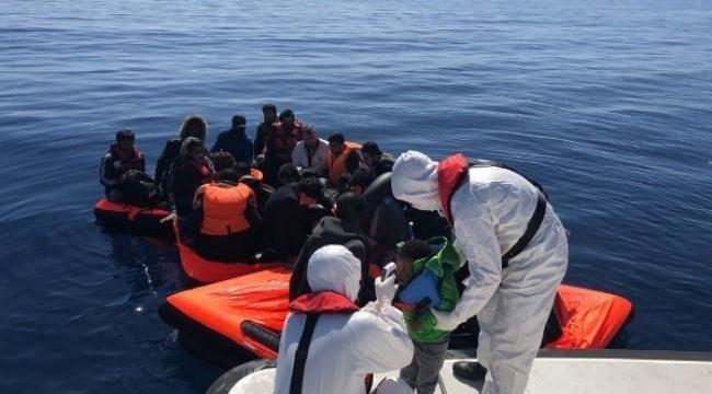 Yunan Sahil Güvenlik güçlerinin ölüme terk ettiği 30 sığınmacı kurtarıldı