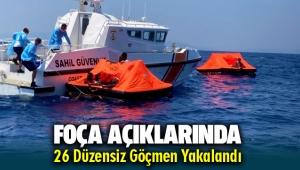 Foça açıklarında 26 düzensiz göçmen yakalandı